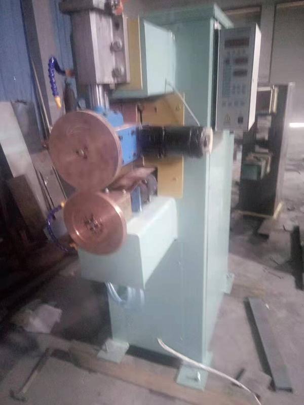 双驱缝焊机